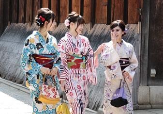 在京都观光的话不妨前来漫步京都租借和服吧