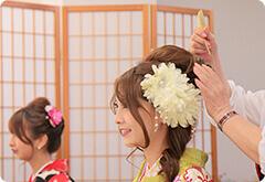 头发造型由专业造型师提供