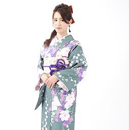爽やかな着物姿で京都を観光