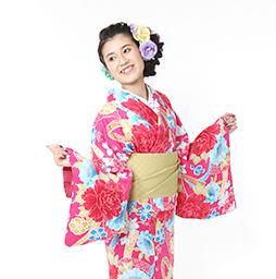 着物を着つけて京都を観光する