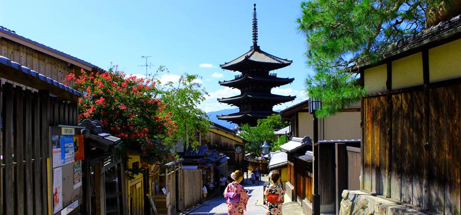 京都の街並みをレンタル着物で歩く