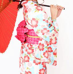 淡い色合いの京都のレンタル着物