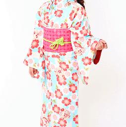 京あるきプランの水色地に花文様のレンタル着物