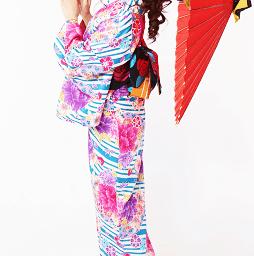 鮮やかな華文様が素敵な京都のレンタル着物