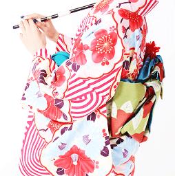 京都で着物レンタルなら人気の赤色の着物