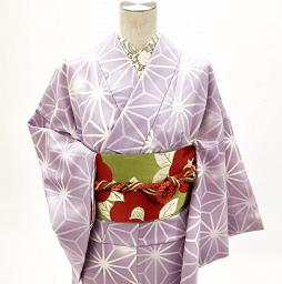紫のシンプルなレンタル着物にレトロな椿帯をセット