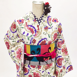 フラミンゴのカラフルな帯もレンタル商品