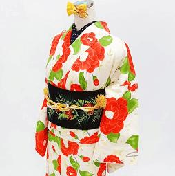 レトロモダンな椿柄がかわいいレンタル着物