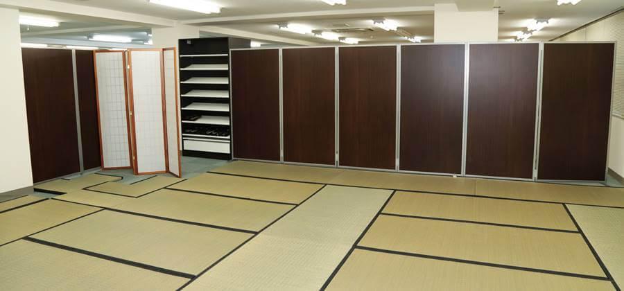 京あるきでは広い畳のお座敷で着付けを行います