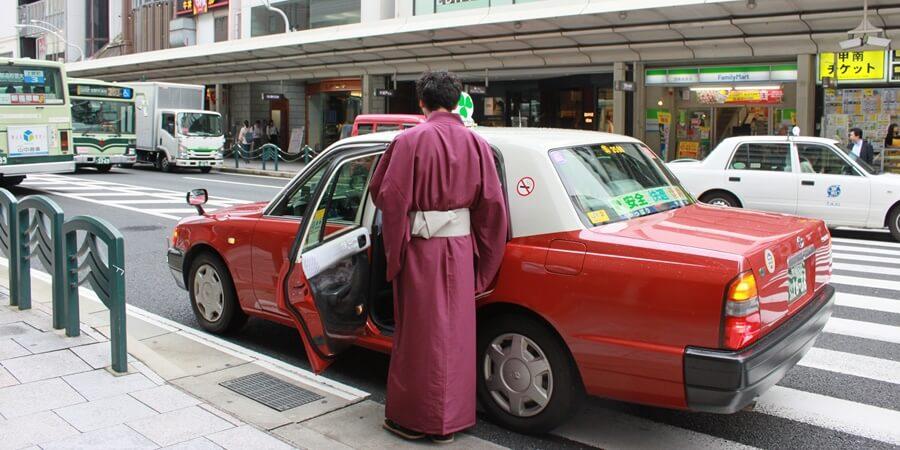 レンタル着物で京都観光に出発するところ