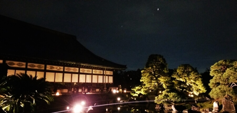 京都秋のライトアップ二条城