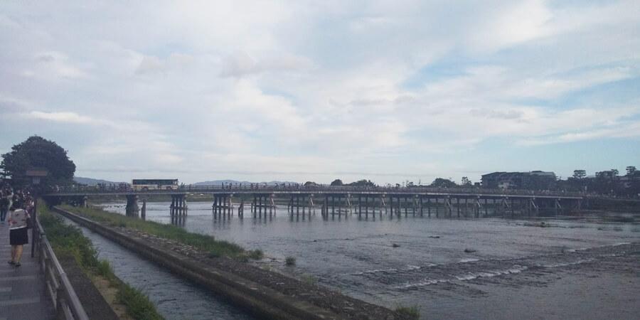 福田美術館からすぐ近くにある渡月橋