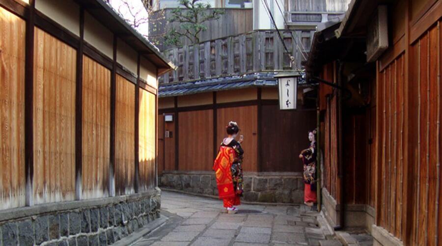 着物で歩きたい京都の町並み