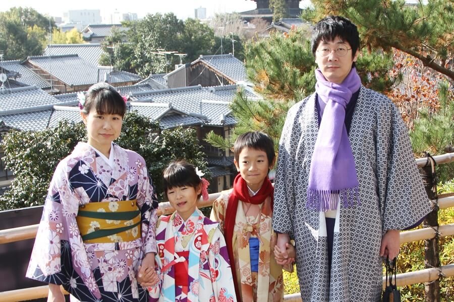 京都観光は家族で着物姿に変身!